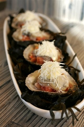 Oysters with tomato and ginger and horseradish mayonnaise